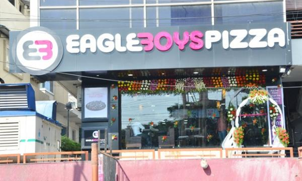 In , million went to Domino's, 1 million to Pizza Hut and Eagle Boys Pizza enjoyed a respectable , customers over the four-week average.